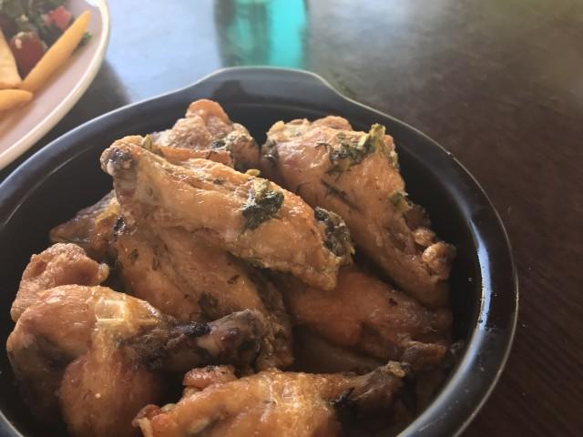Restaurant Iskandar Ailes de poulet ail coriandre citron